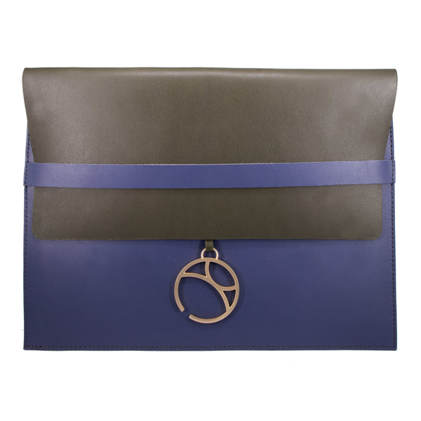"10"" Tablet sleeve with charm, Green / Blue"