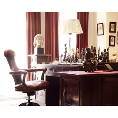 Photo of Sigmund Freud's Desk and Chair
