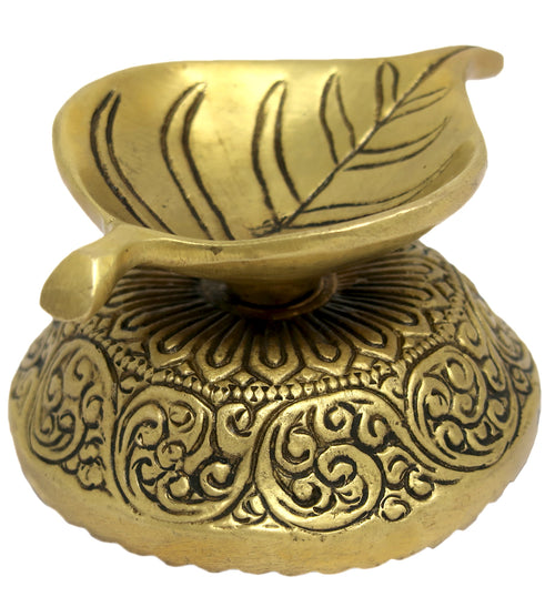 Leaf Decor Ghee Oil Wick Lamp Diya Brass Sculpture Art for Hindu Puja 2 x 3.5 x 2.75 inches 315 Grams