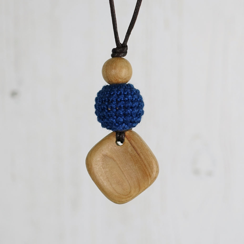 Bach: Baroque Wooden Teething Necklace, Juniper