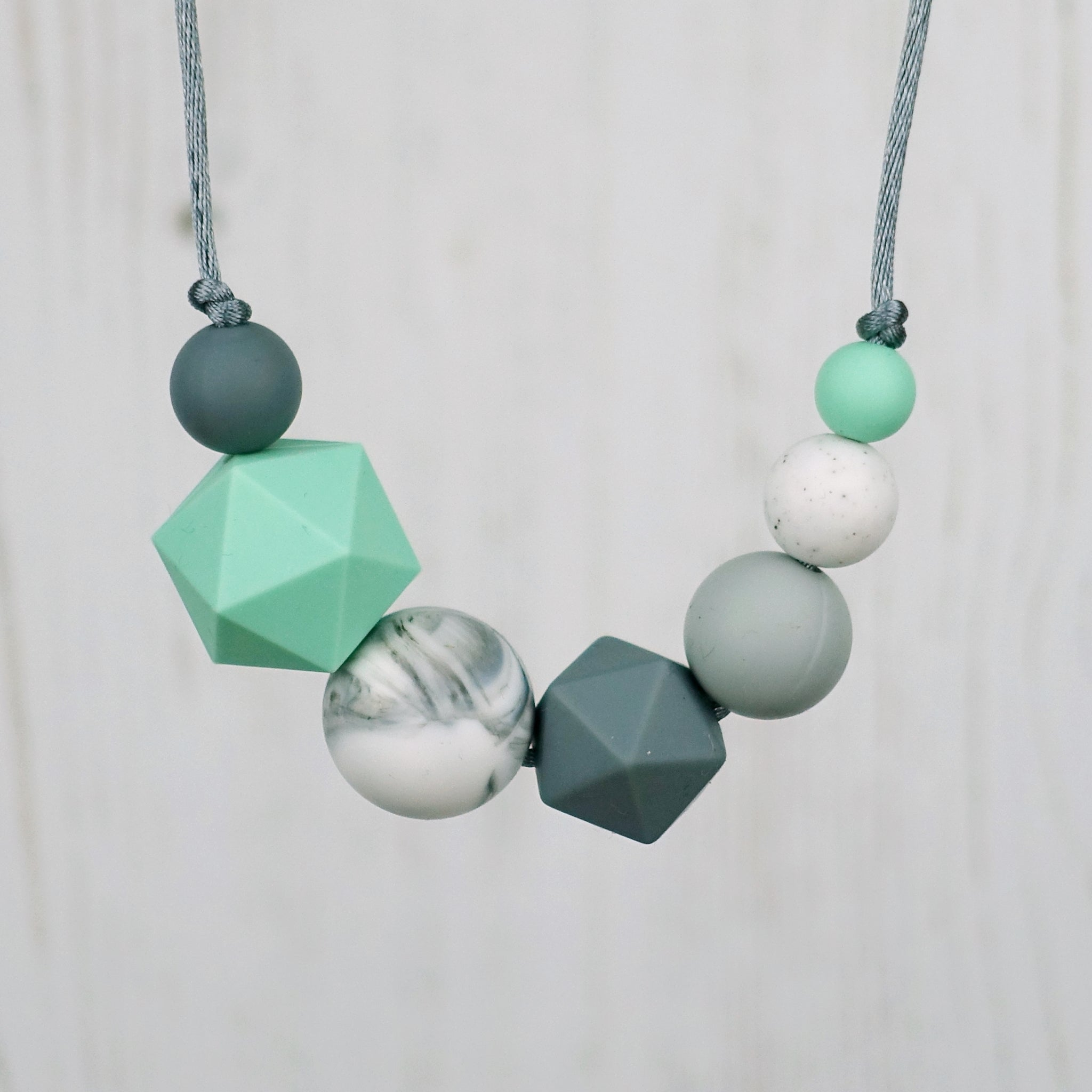 products beunique chew silicone green teething necklace