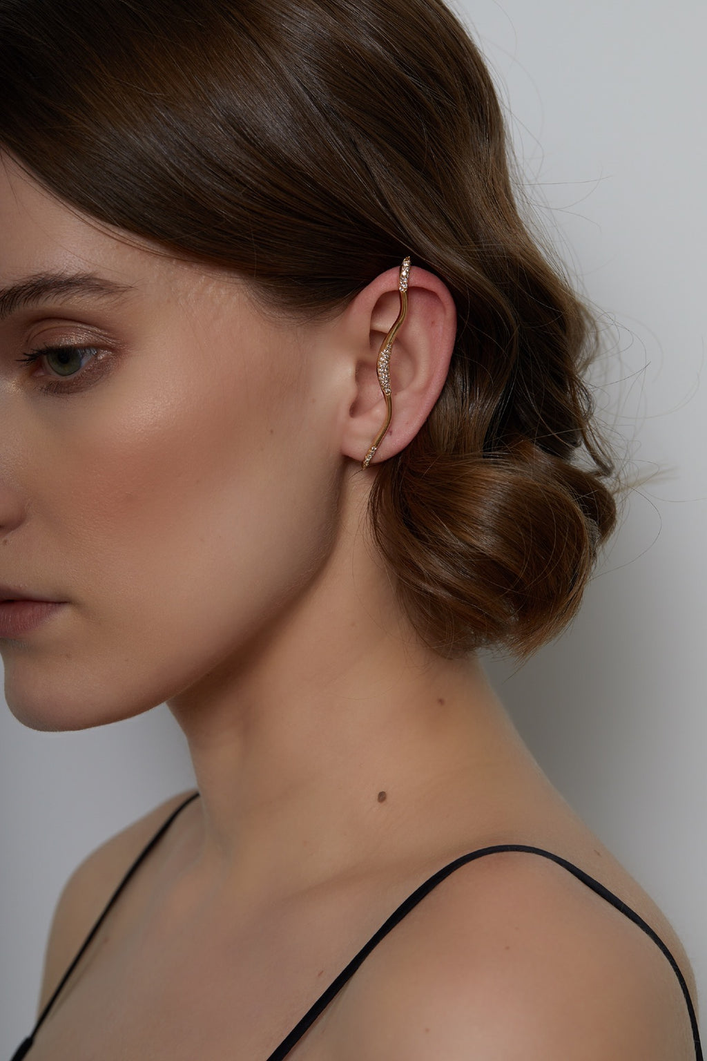 FEMININE WAVES EAR-CUFF