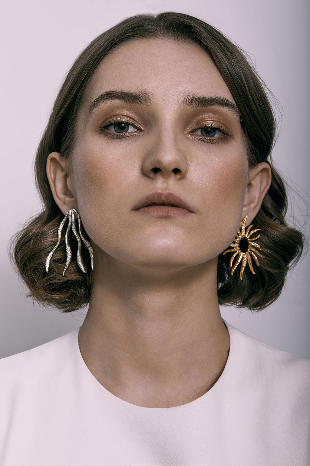 FEMININE WAVES STATEMENT STUD EARRINGS