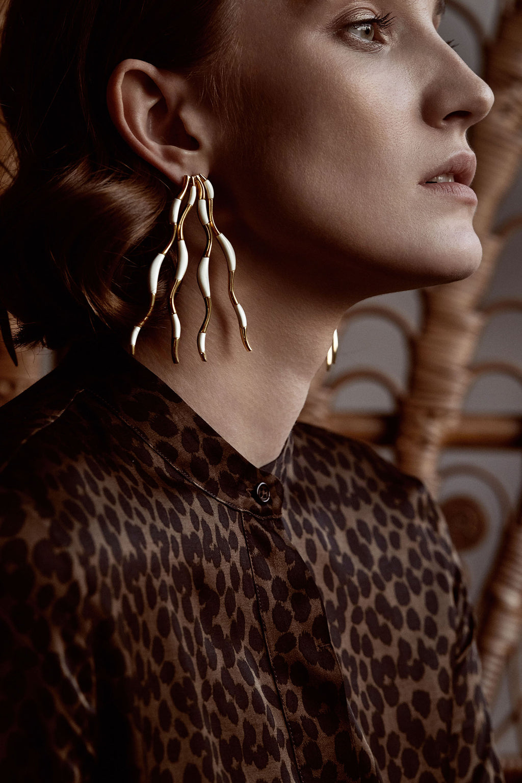 STATEMENT WAVES EARRINGS WITH HAND-CUT STONES