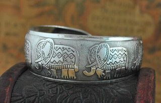 Silver Carved Elephant Pattern Bangle
