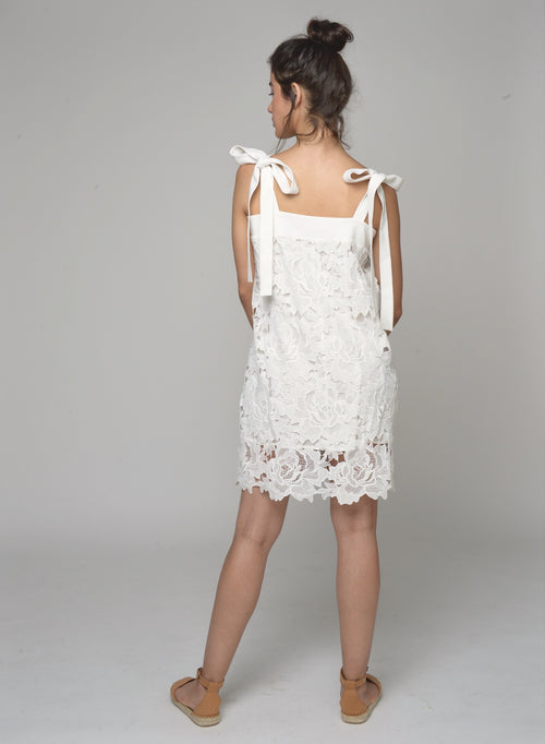 88509 Tallulah Floral Lace Tied Dress