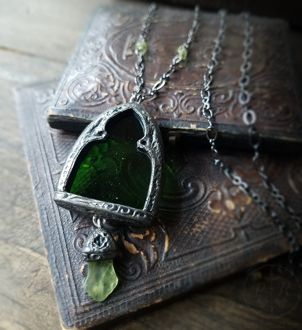 Arch of Ériu ~ Stained Glass Amulet