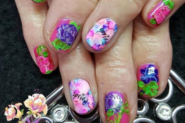 Welcome Warmer Weather with Stunning Spring Nail Designs