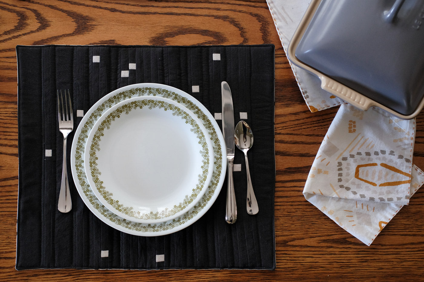 Sagittarius Placemat set with plates, silverware and napkins