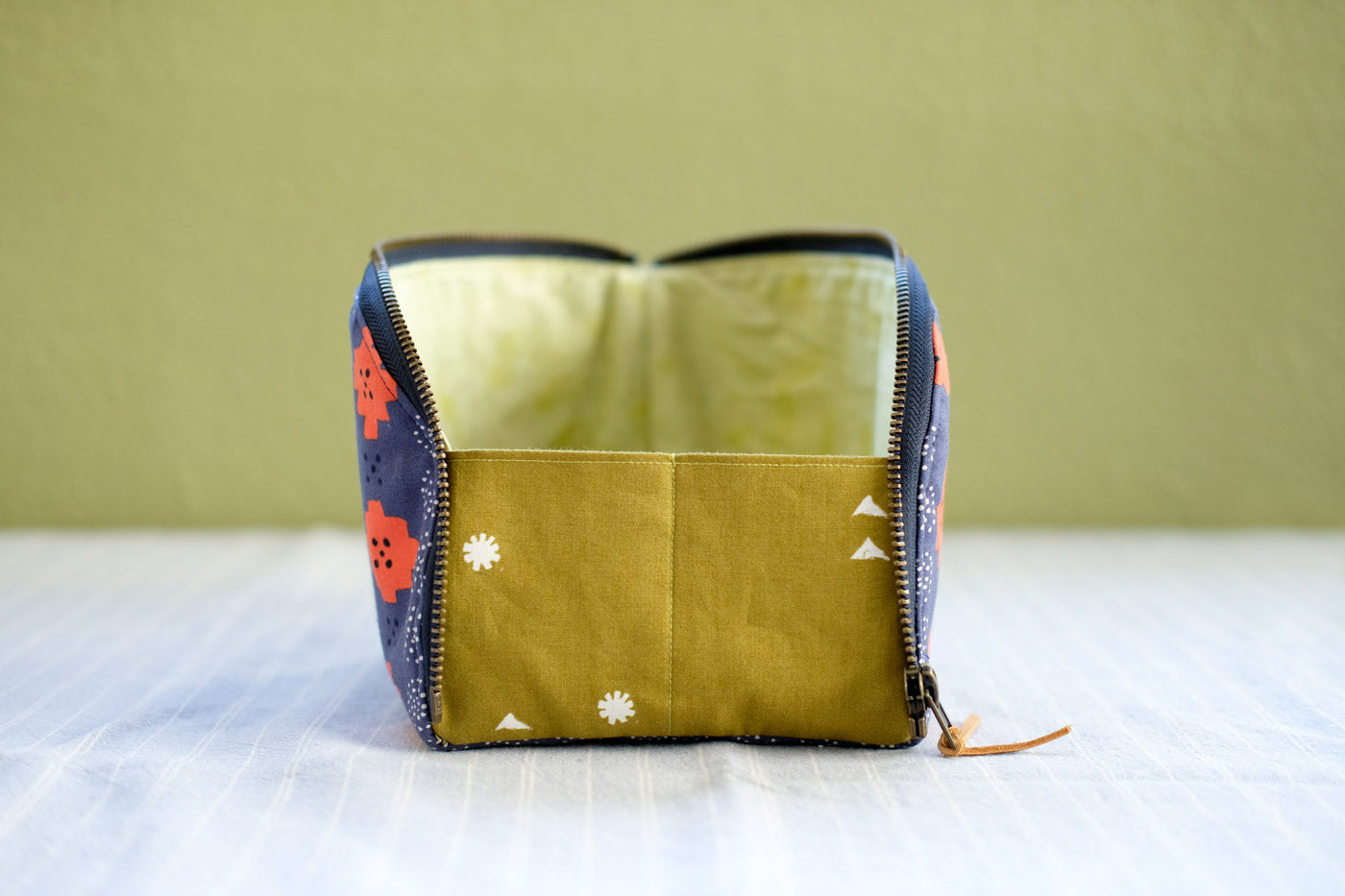 Open-Out Box Pouch expanding gusset detail