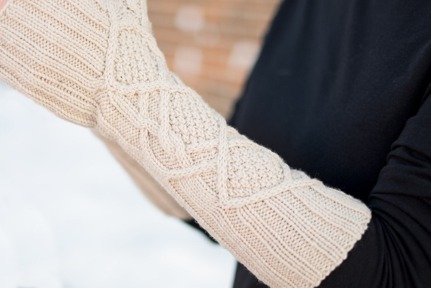 Lizz's Inglis Mitts - Cable Detail