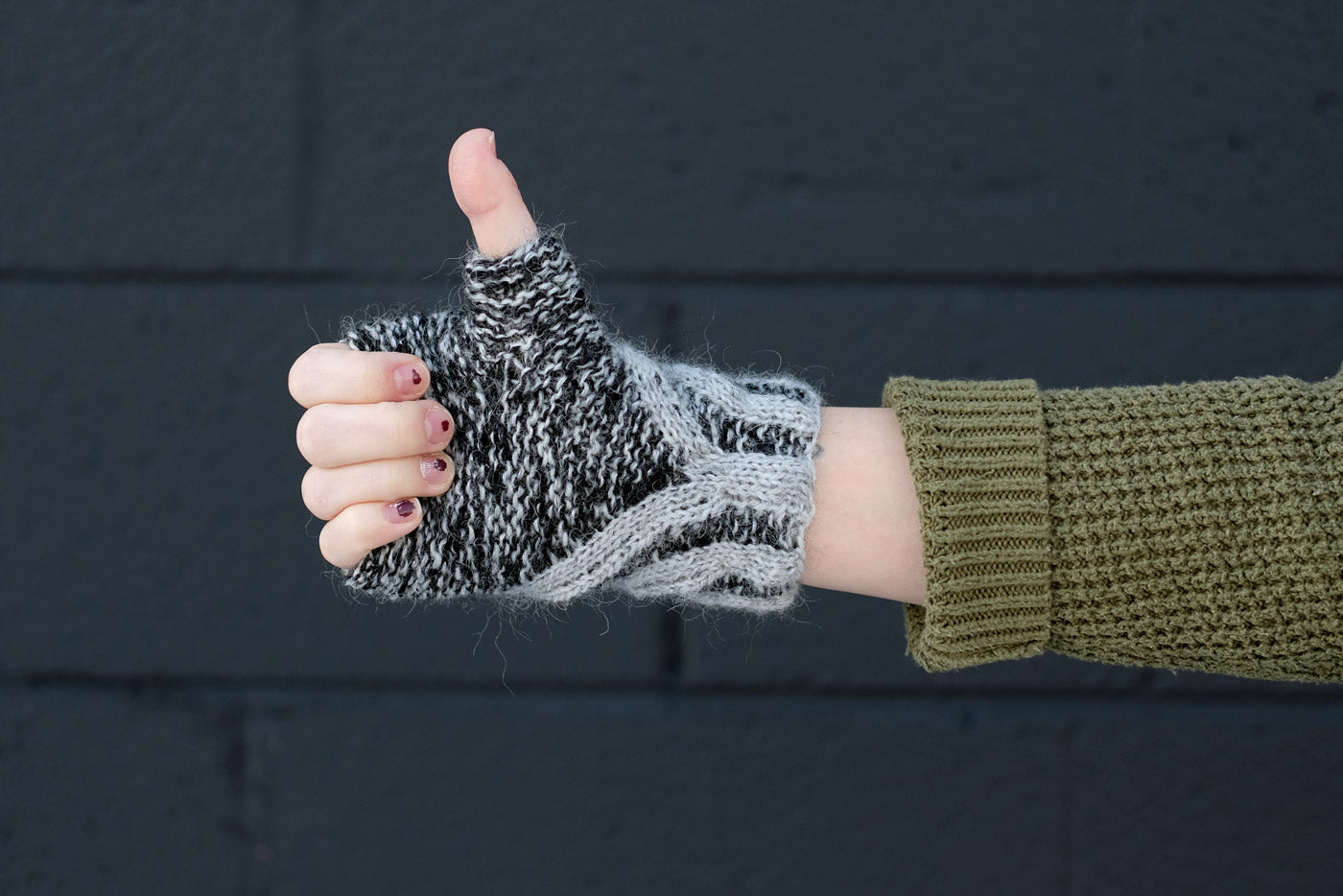 Thumbs up in Anna Maltz's Kraai Mitts