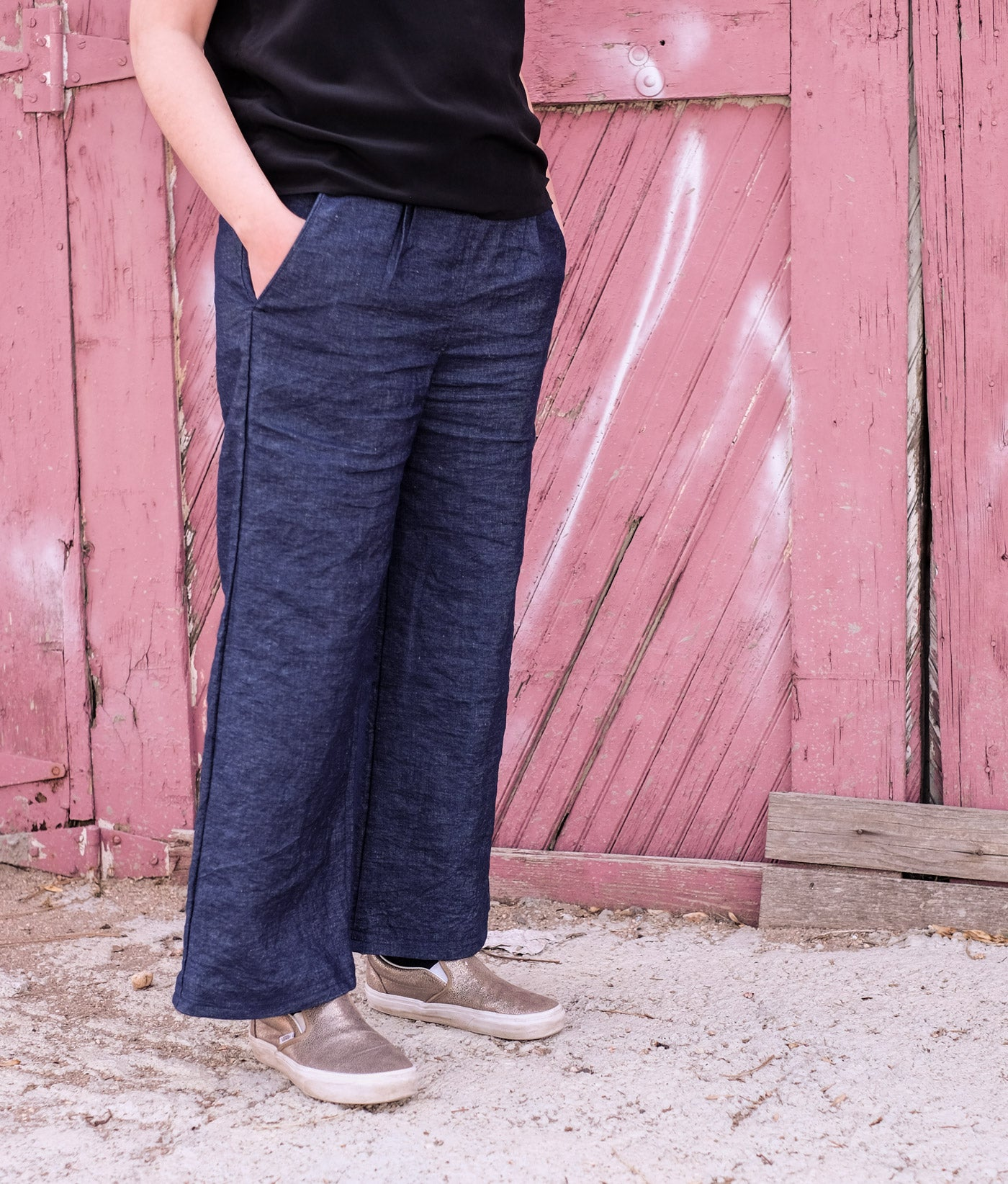 close up of Lucy's indigo linen trousers, her hands in the pockets