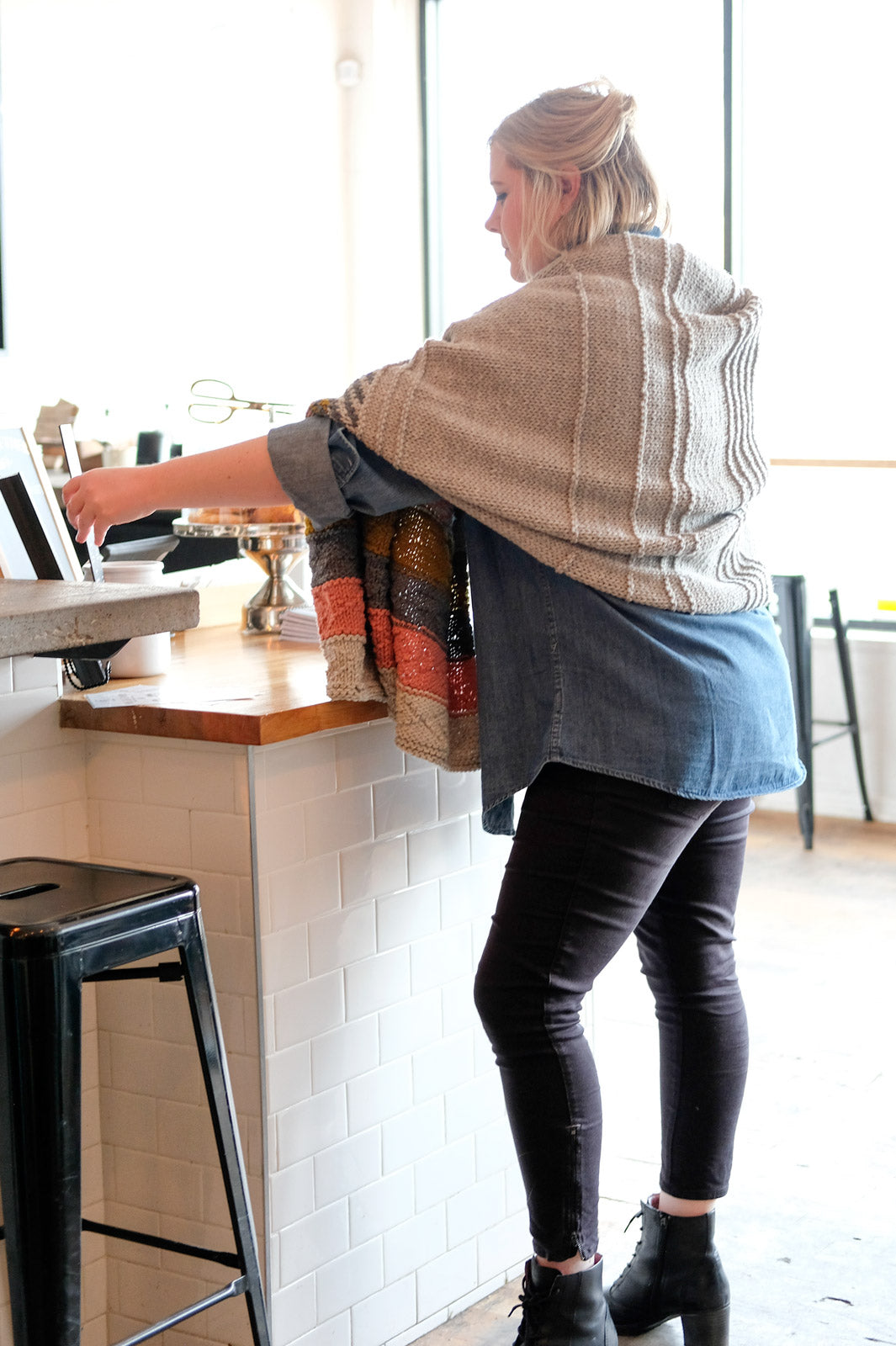 Heather Beckman ordering drinks in her Om Shawl