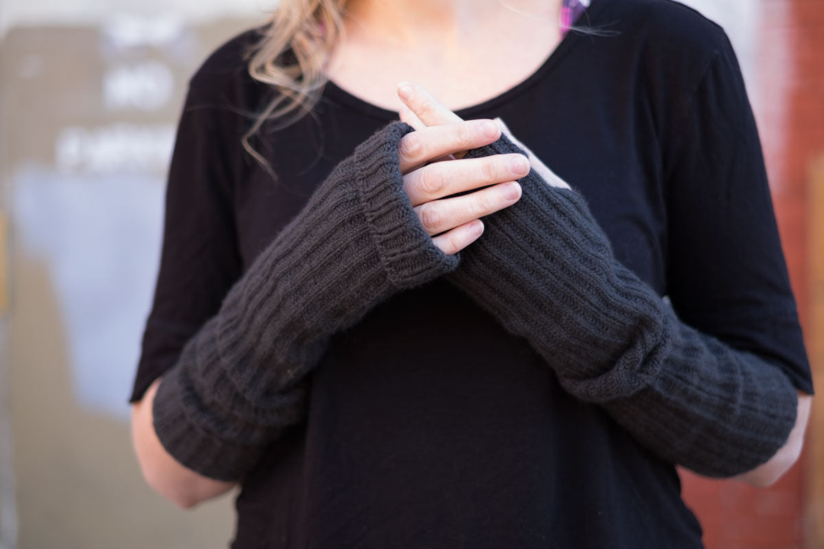 Fure Mitts in Woolfolk Tynd