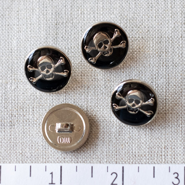 Skull & Crossbones Button: 20mm, 25mm