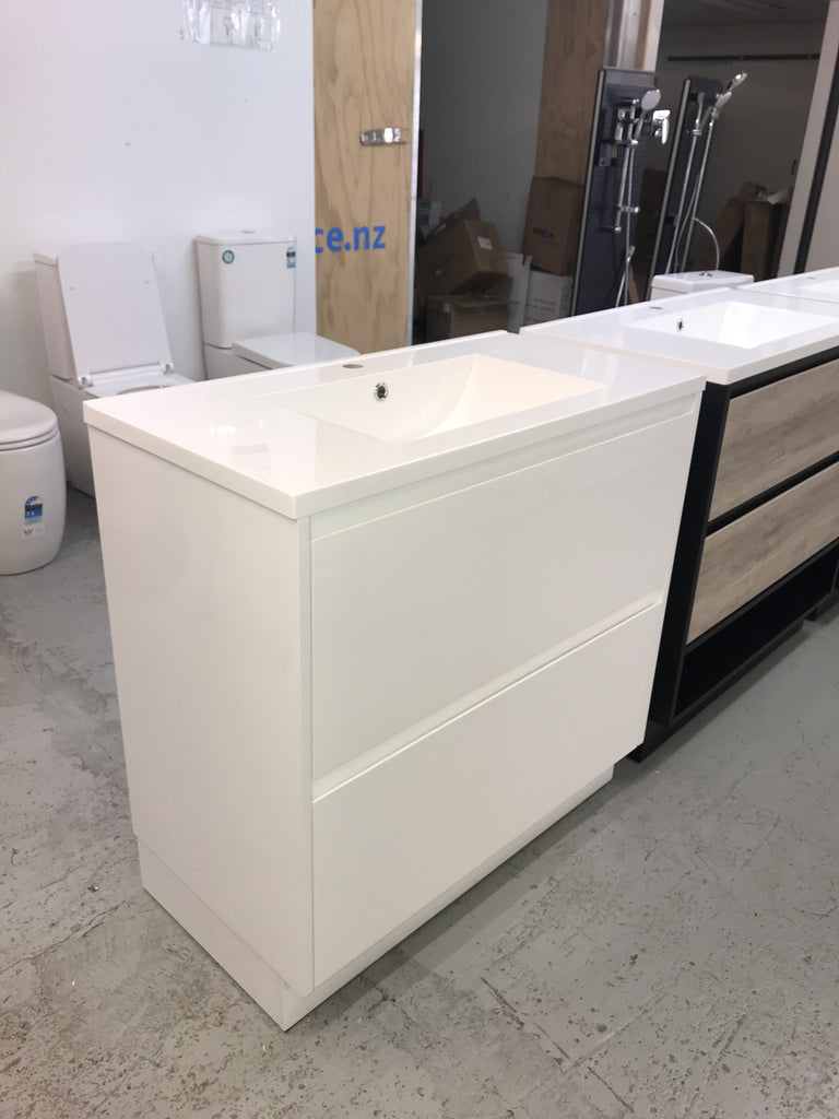 PLYWOOD 600 WHITE GLOSS VANITY FLOOR STANDING WITH CERAMIC TOP - Bathroom Clearance