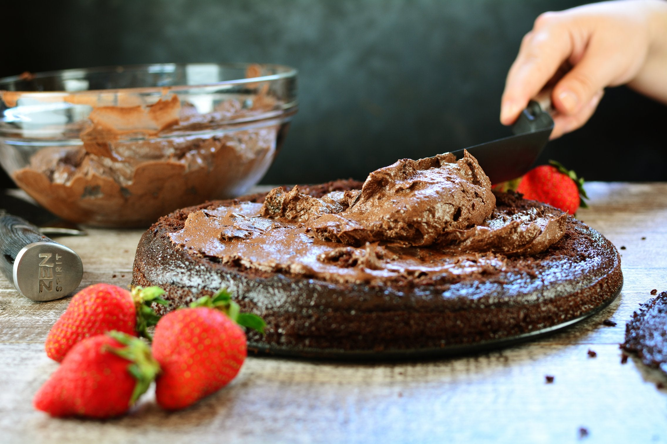 maca-chocolate-strawberry-cake-icing