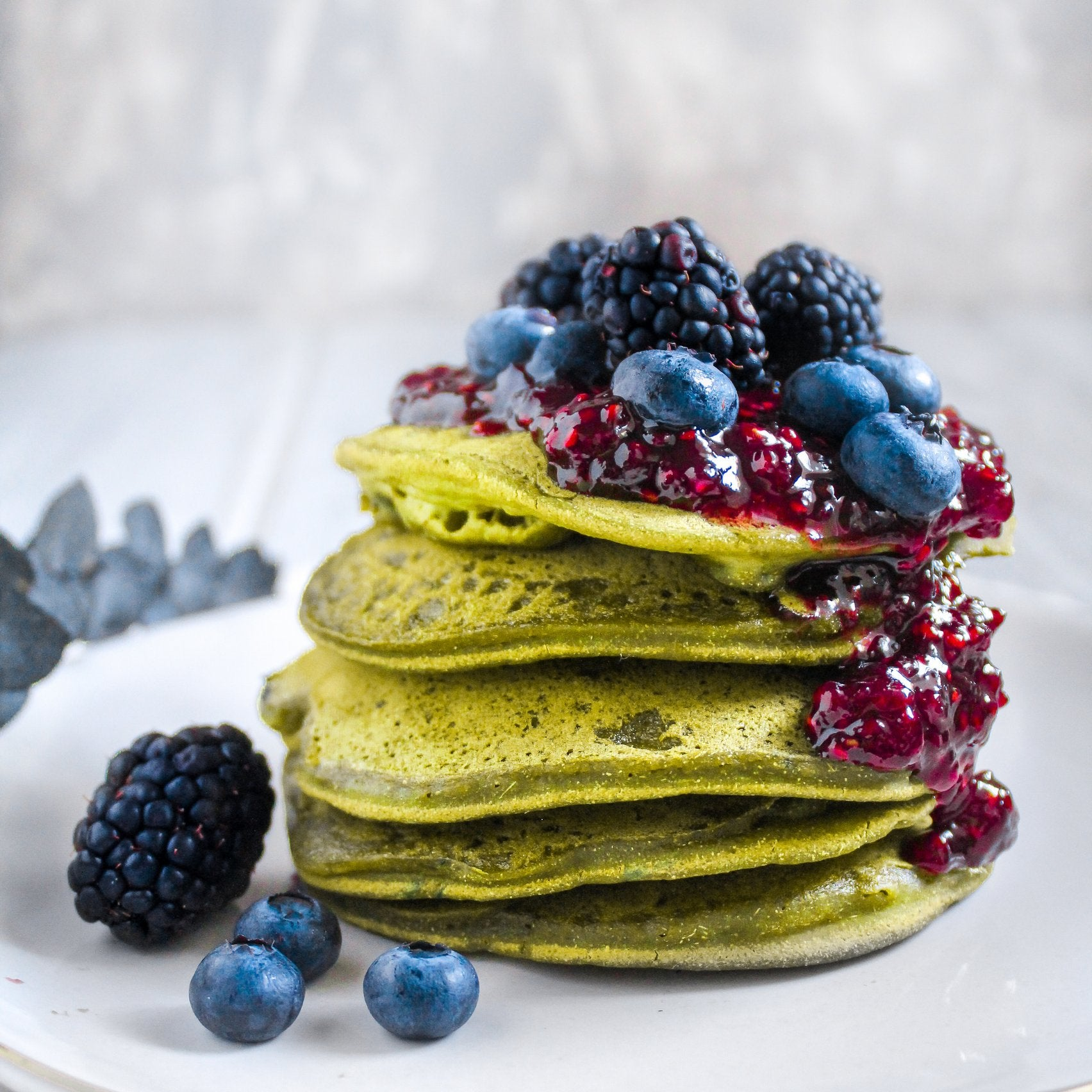 blueberry-matcha-pancakes-result