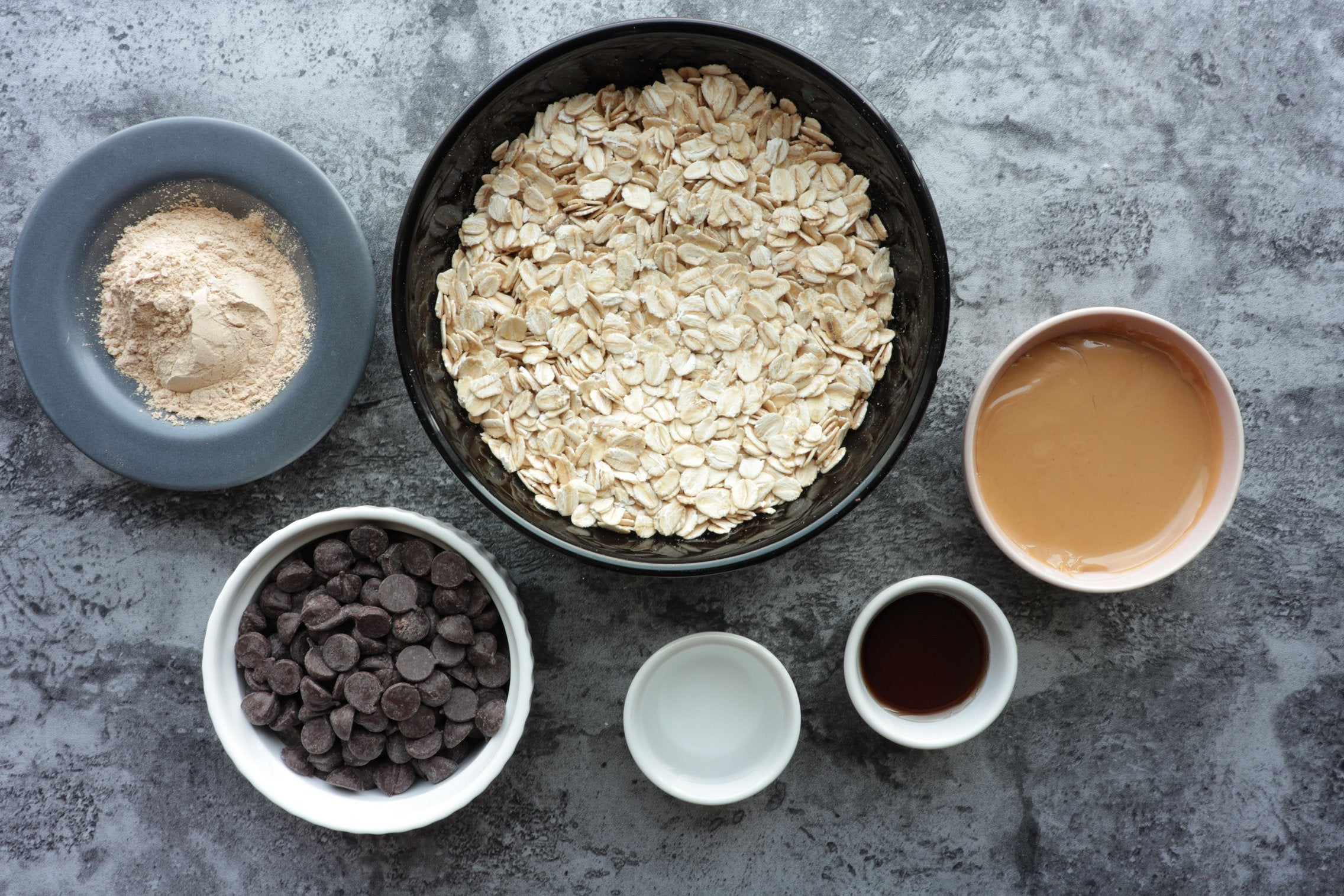 No Bake Maca Energy Bars with Oats and Dark Chocolate