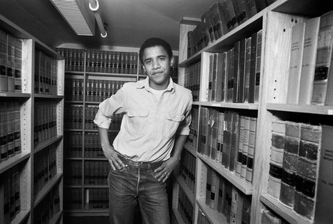 Young Obama in library
