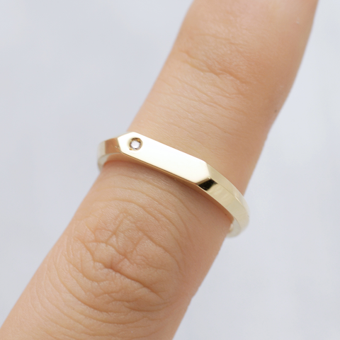 My flat signet Ring - HerBanana