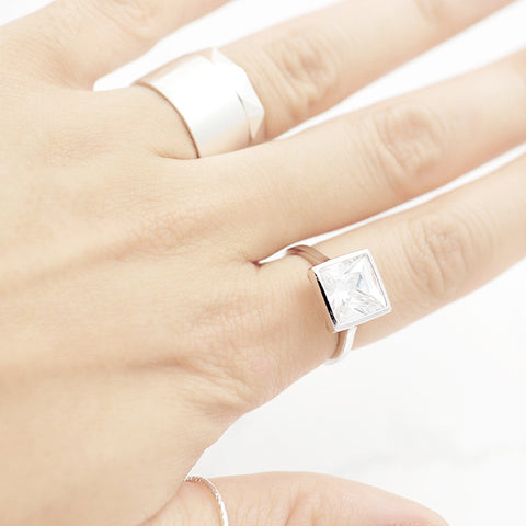 Square crystal Ring - HerBanana