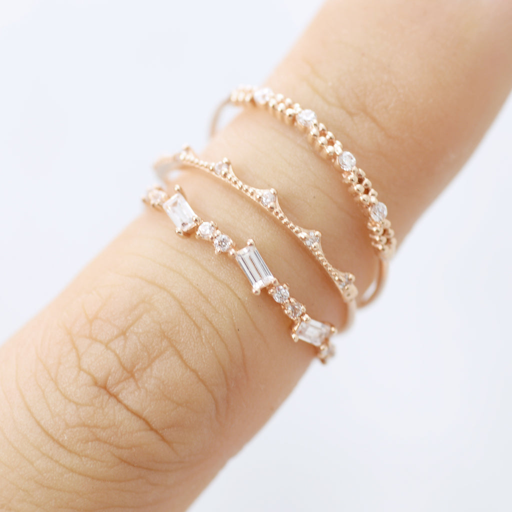 Dainty crown Ring - HerBanana