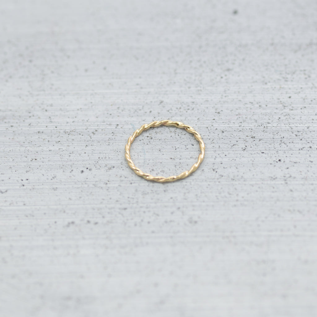 Loose twisted wire Ring - Gold