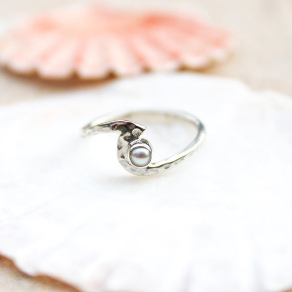 Pearl Hammered Silver Wave Ring