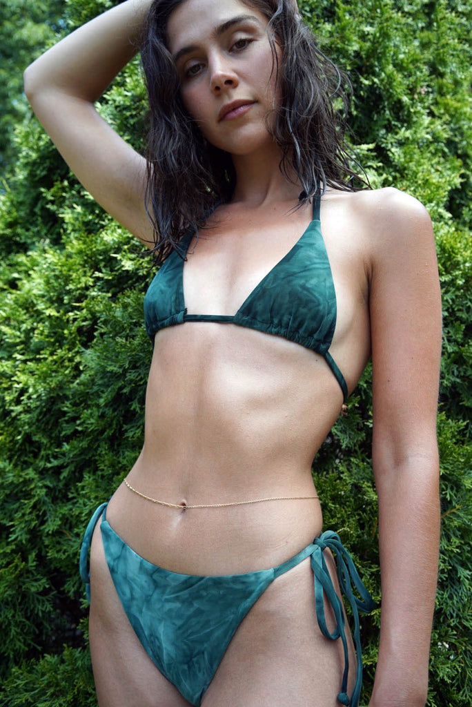 THE ARES STRING BOTTOMS IN MOSS GREEN TIE-DYE