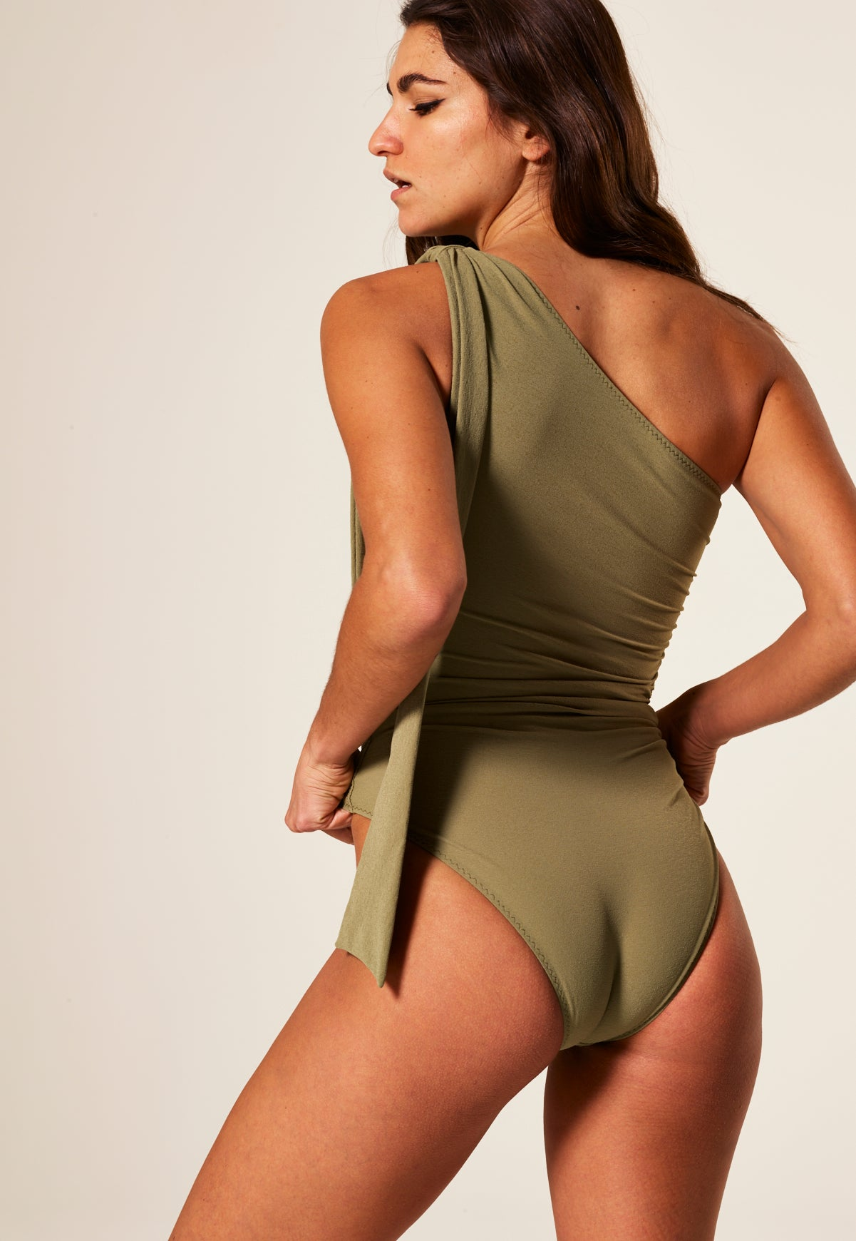 ARDEN OLIVE CREPE TIE MAILLOT