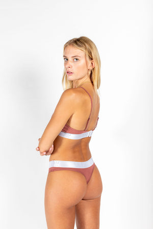 Statement g-string CORAL