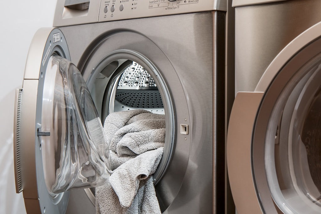 Remove Sweat Smell from Clothes - Laundry Machine Cleaning