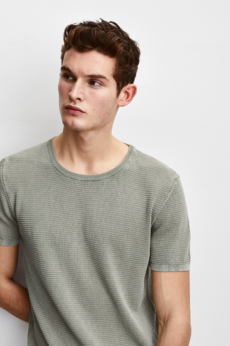 LUXURIOUS KNITTED TEE