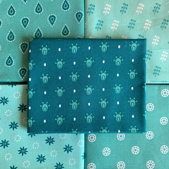 100% Cotton Fat Quarters - Essential Trend Aqua