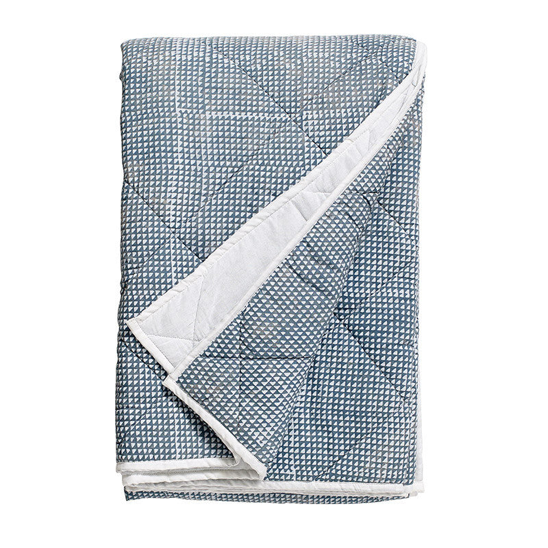 Nordal patterned quilt - dusty blue