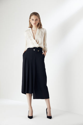 Pleated Midi Skirt in Black colour