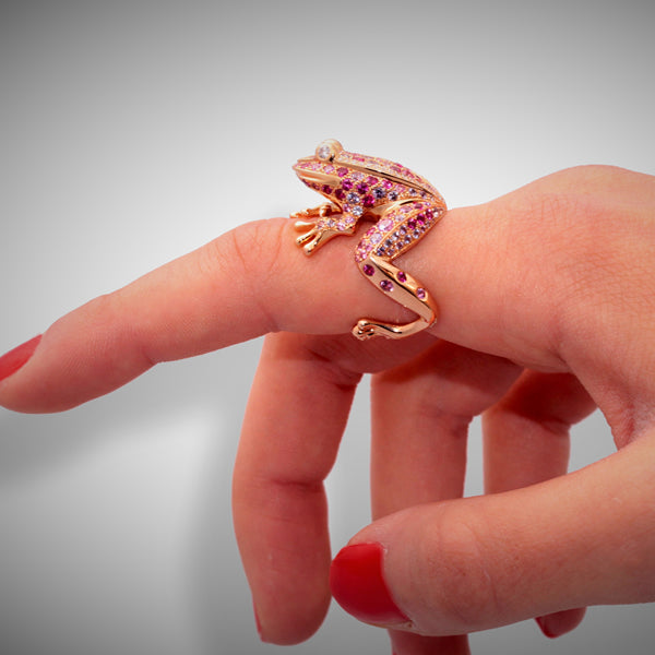 GRENOUILLE RING ROSE GOLD DIAMOND, MULTICOLOR SAPPHIRE AND RUBY, LUCKY ANIMALS COLLECTION
