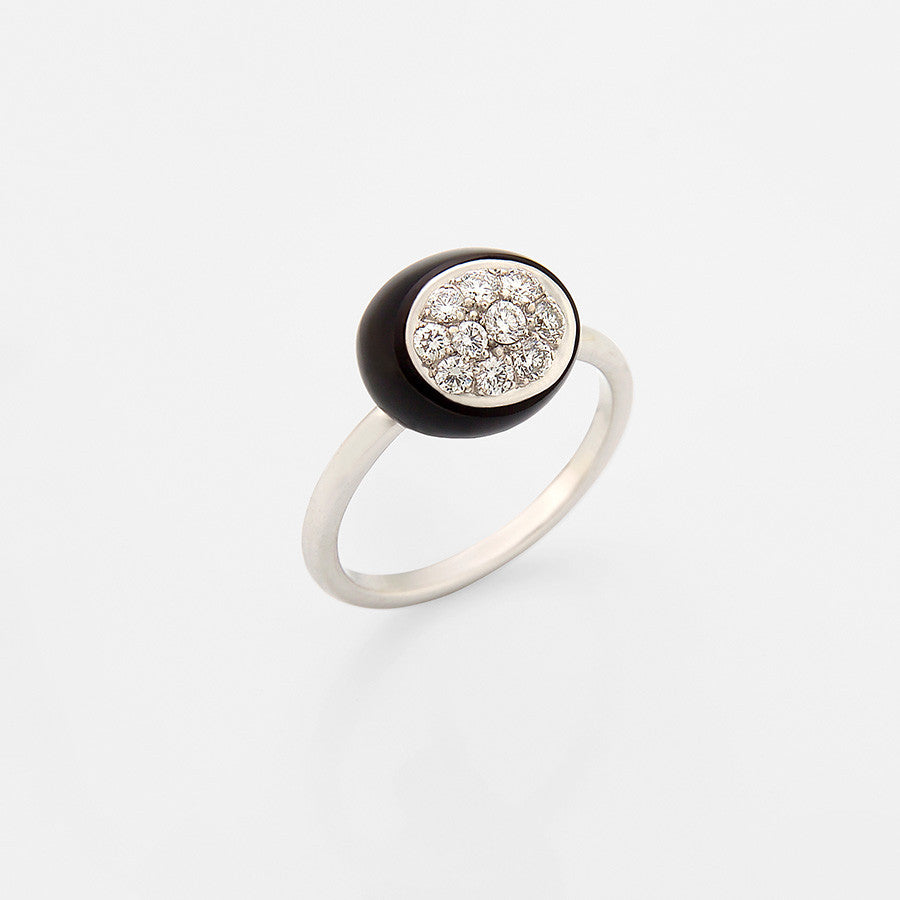 White Gold, Onyx & Diamond Ring from the Mini Galet Collection
