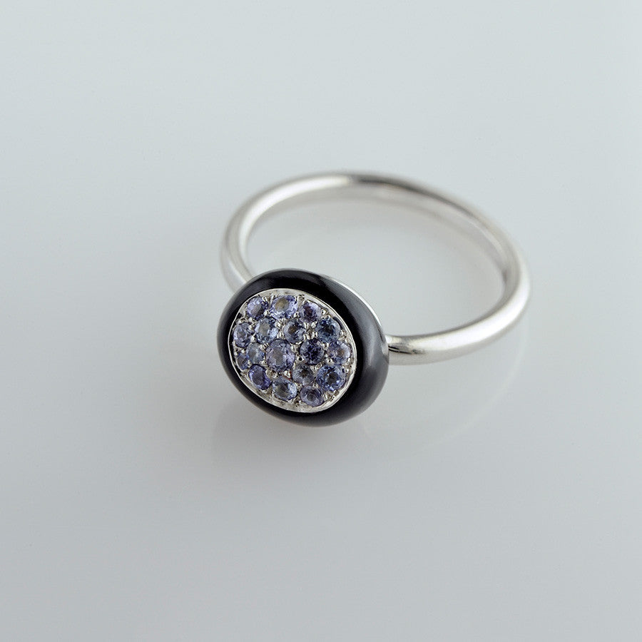 White Gold, Onyx & Tanzanite Ring from the Mini Galet Collection