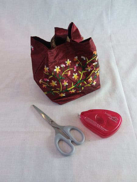 Embroidered silk bag, coconut shell fastening with carry handle - Burgundy