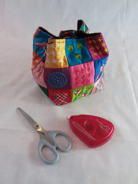 Embroidered patchwork bag, coconut shell fastening with carry handle - Memories and Photos