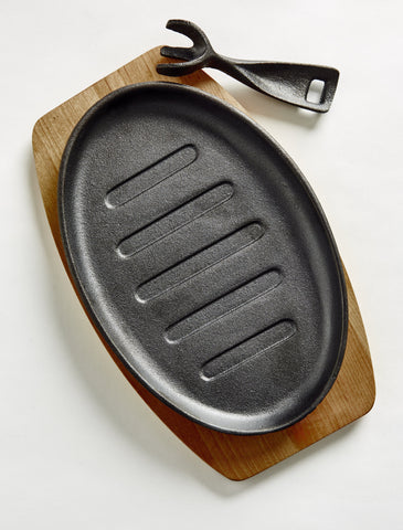 Image of Benzer Cast Iron 27cm  Sizzler with Wooden Tray the pizza oven store