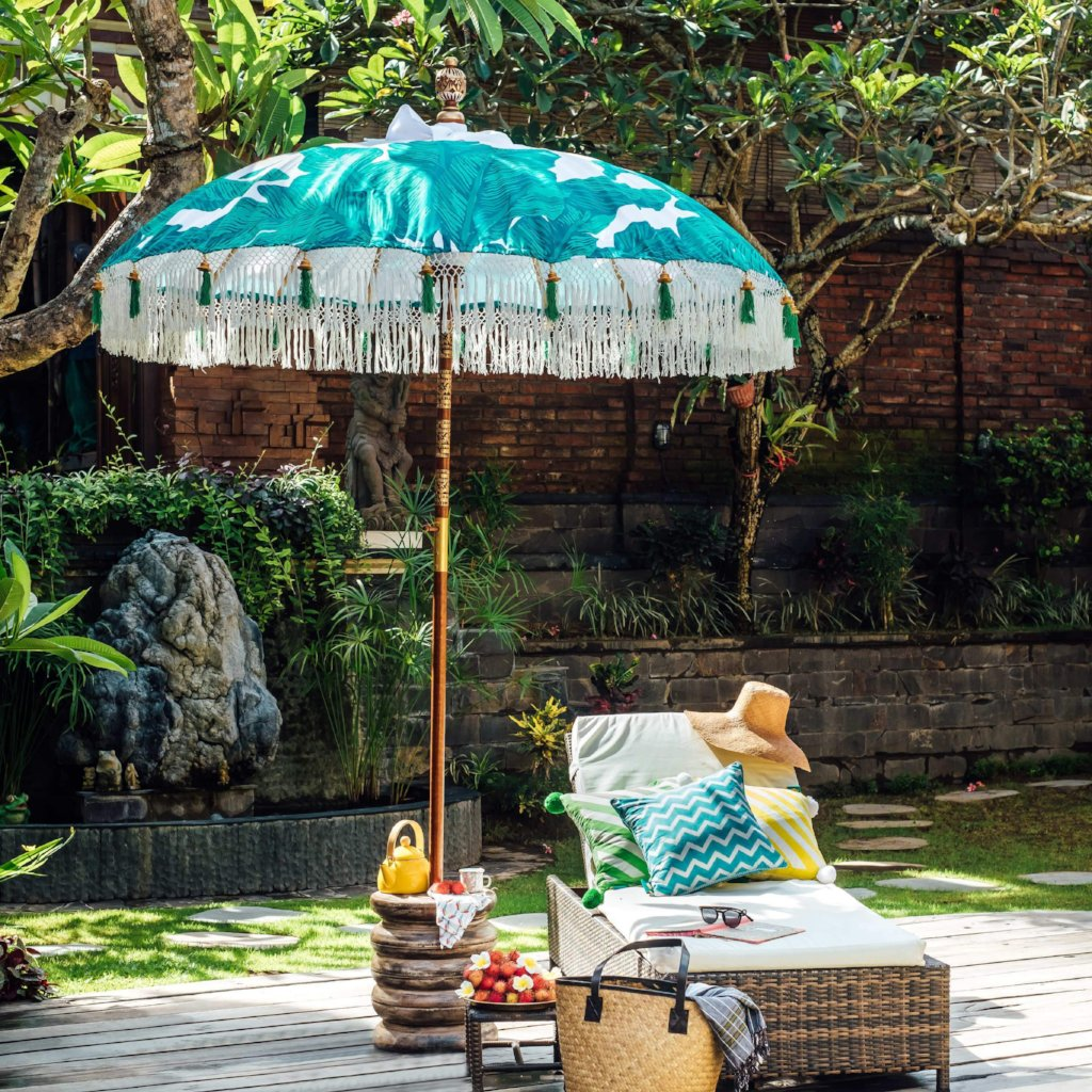 Meryl- green and turquoise palm print Bali waterproof parasol for a beautiful colourful garden. The most luxurious garden umbrella for a pretty pool side, bistrot table, deck chair and picnic. Flamboyant and stylish jungalow style tropical summer accessory.