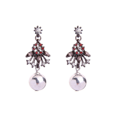 Wither Pearl Statement Earring