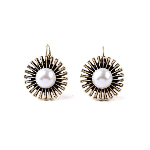 CENTRAL PEARL OUTER SPIKE STUD EARRINGS - SWANL