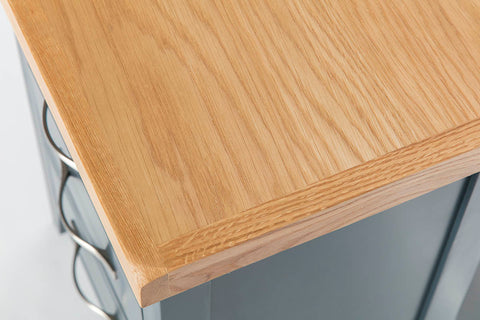 Close Up of Lacquered Oak | Roseland Furniture