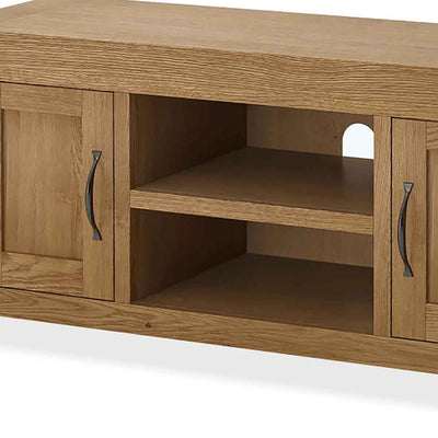Abbey Grande 125cm Oak TV Stand - Close Up of Mid Section