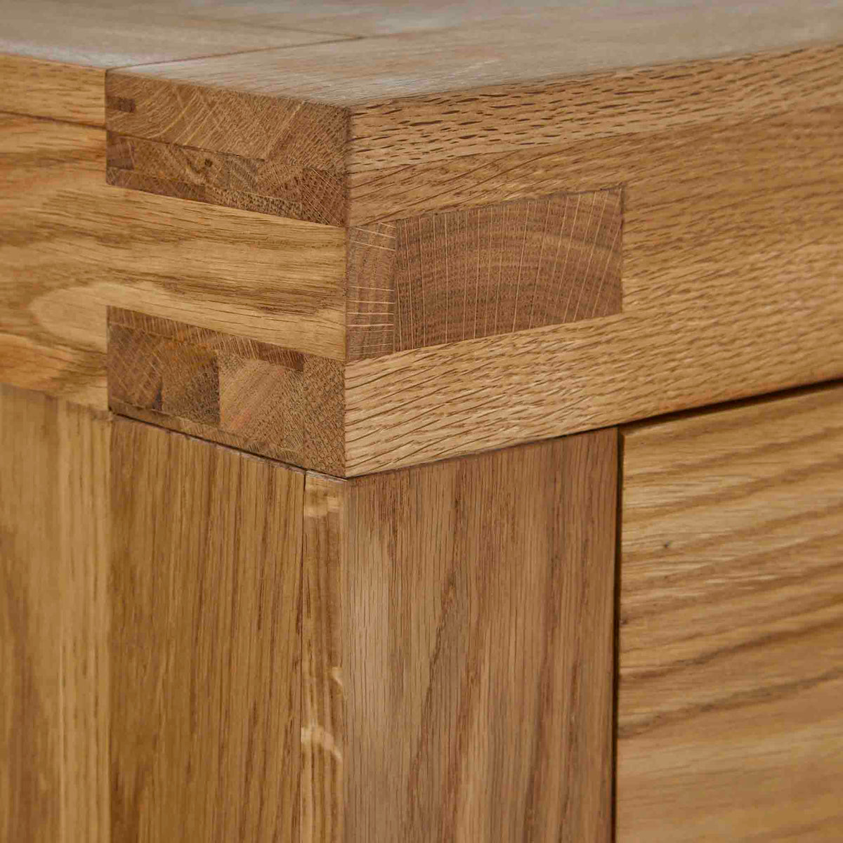 Abbey Grande Oak 3 Drawer Bedside Table - Showing tenon joint at top corner of bedside